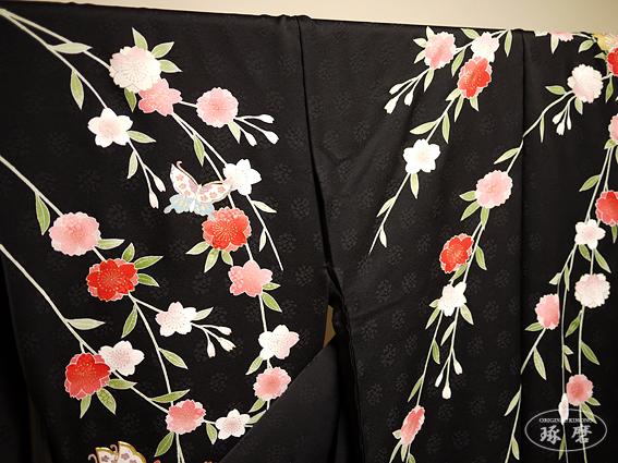 垂れ八重桜に蝶 - 引き振袖